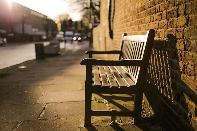 bench-731193_640